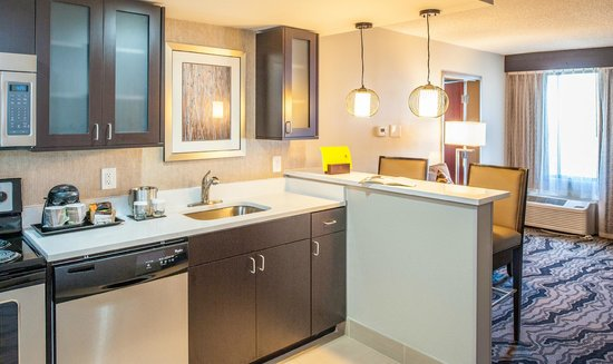 DoubleTree by Hilton Hotel Montgomery Downtown: In Suite Full Kitchen