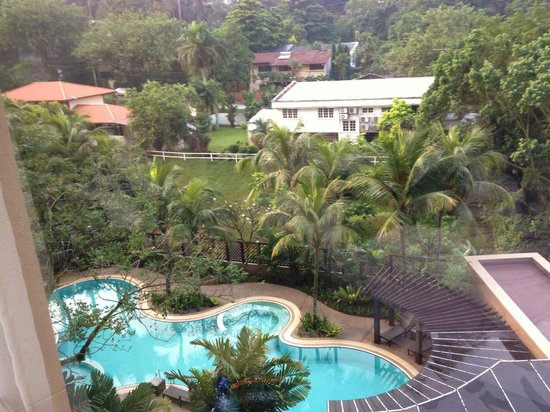 Eastin Hotel Kuala Lumpur: View from guest room looking out to the bungalows at Section 16. Peace and quiet in the morning.
