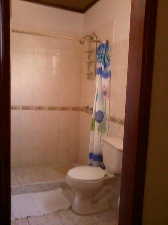 Casa Los Delfines: Banheiro