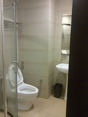 My Inn Hotel Lahad Datu: Bathroom