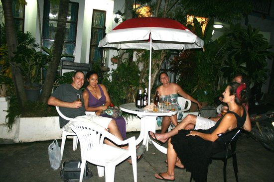 Summer Breeze Inn Hotel: Chilling with the Locals