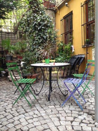Noble House Galata: patio pic 2