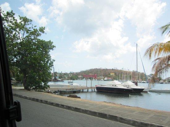 True Blue Bay Boutique Resort: Entrance to Hotel