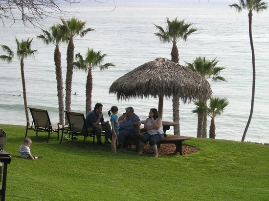 Beachcomber Inn: View of a picnic area on the grounds.
