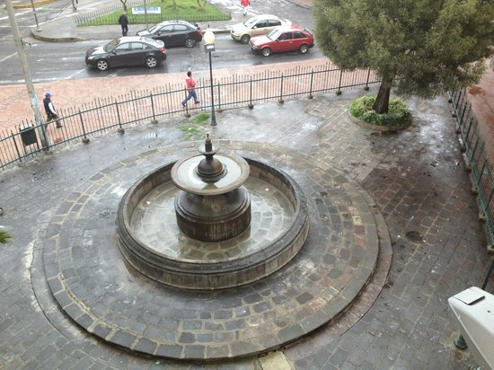 Hostal Mia Leticia : fountain under repairs outside our window