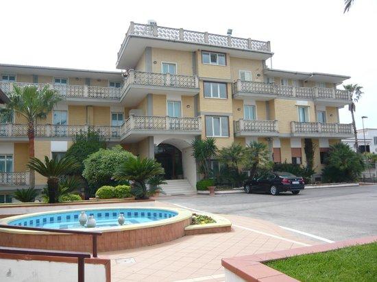 Hotel Olimpico: hotel entrance