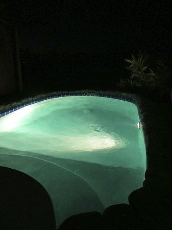 Ti Kaye Resort & Spa: Plunge pool at night