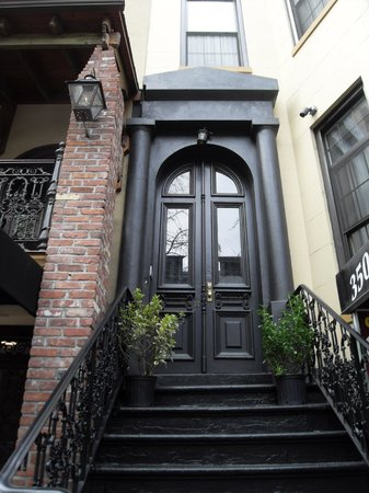 The French Quarters Guest Apartments : entrée des chambres