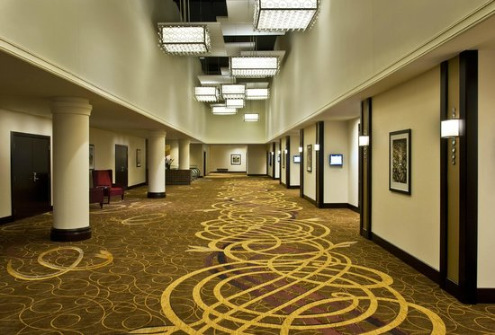 Sheraton Indianapolis Hotel at Keystone Crossing: Plaza Foyer