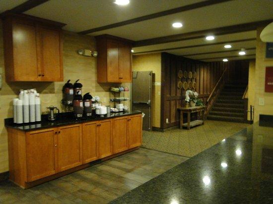 Comfort Inn Flagstaff : Beverage area in the Lobby