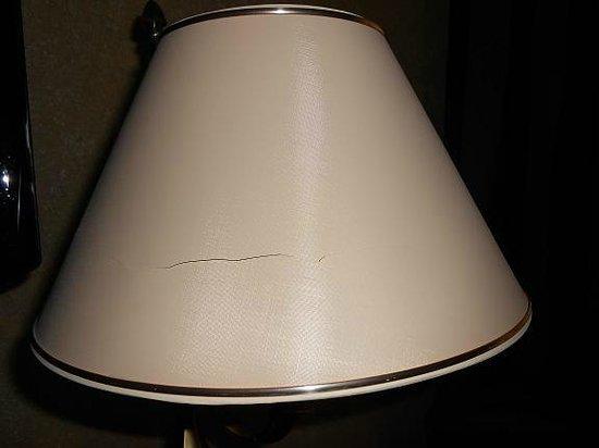 Salles Hotel Malaga Centro: Broken lampshade