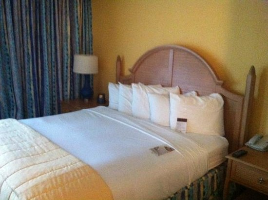 DoubleTree Suites by Hilton Melbourne Beach Oceanfront : Bed