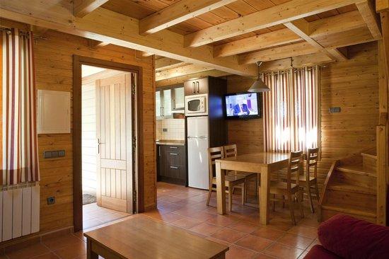 Camping Verneda: Interior Borda Suite, tofas las comodidades