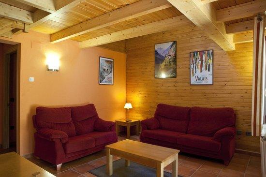 Camping Verneda: Sala de estar borda suite
