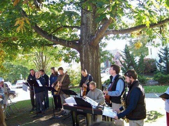 Chestnut Street Baptist Church : Outdoor Worship Service, Praise Team