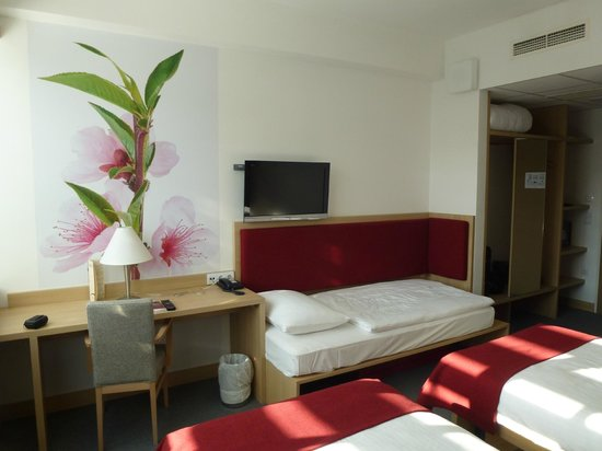 Hotel Rebro: Good rooms with blackout curtains