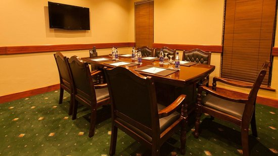Collingham Gardens Residence & Club: Camphor Meeting Room