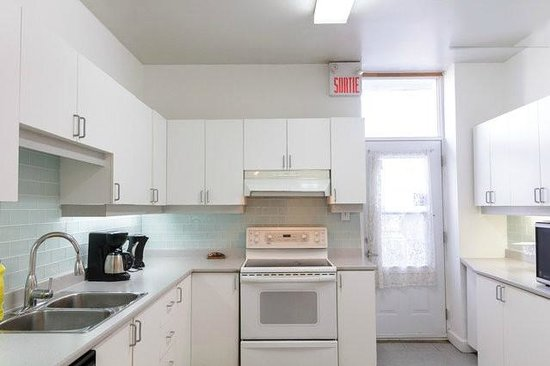 OM Montreal BnB : kitchen
