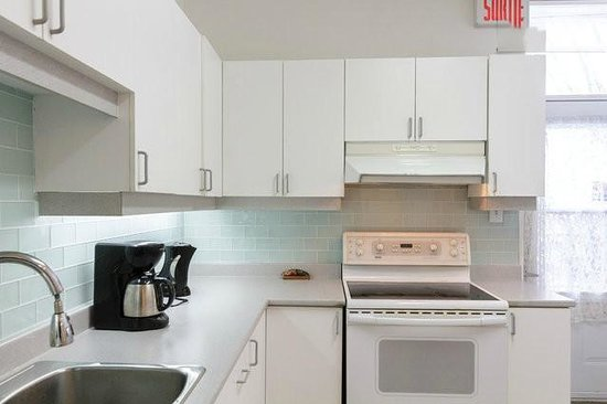OM Montreal BnB : kitchen