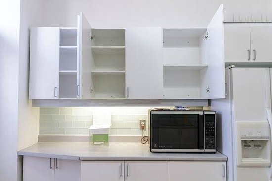 OM Montreal BnB : Space in kitchen