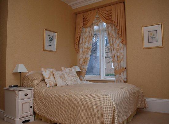 Holcombe House: Bedroom 4 ( Llwynon)