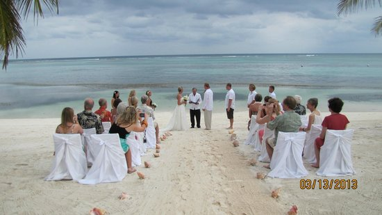 Tranquility Bay Resort: The ceremony set up - perfect!