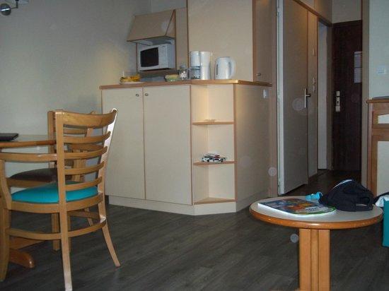 Apartamentos Pierre & Vacances Ty Mat: petit bar autour de la cuisinette