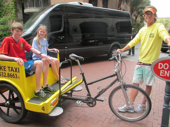 Belmond Charleston Place: Getting ready for peddle taxi tour