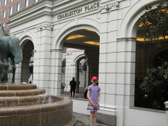 Belmond Charleston Place: Ali in front of the hotel