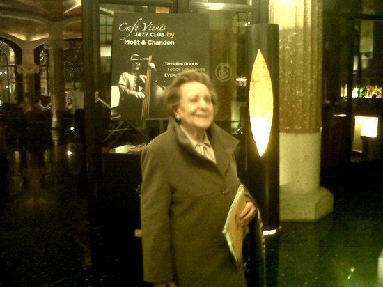 โรงแรมคาซาฟุสเตอร์: Entrada a Sala de Jazz