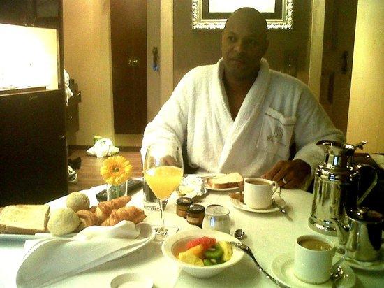 Casa Fuster Hotel: Servicio de desayuno a la habitacion
