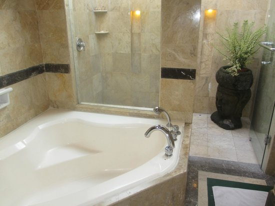 The Tanjung Benoa Beach Resort Bali: Bathroom