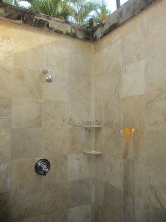 The Tanjung Benoa Beach Resort Bali: Open Shower