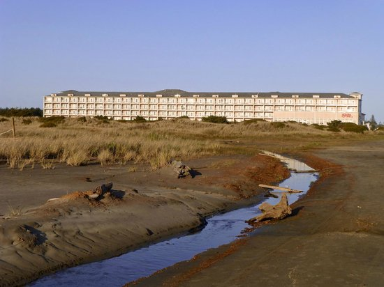 Shilo Inn Suites - Ocean Shores: Shilo Resort from the beach