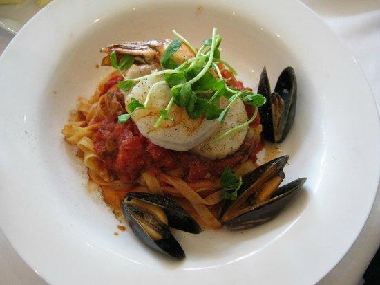 Riverbend Inn Restaurant : Tagliatell Pescatore Seafood Medley