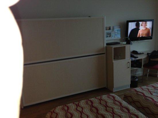 Break Sokos Hotel Flamingo: Bunk beds and desk