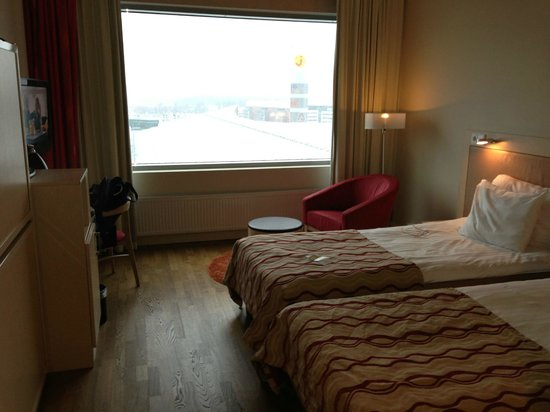 Break Sokos Hotel Flamingo: Twin beds - would be a bit cramped with the bunk beds folded down