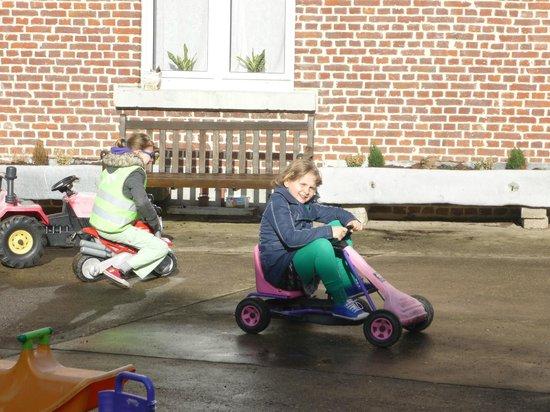 't Maanhof : spelen op de binnenkoer