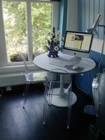 Boutique B&B Kamer01: Blue Room iMac and View