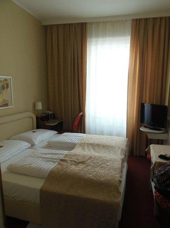 Vier Jahreszeiten Hotel: Room 201