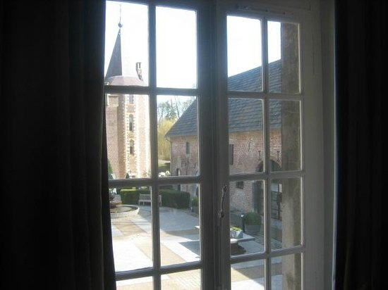 Kasteel Terworm: View of Courtyard from the room