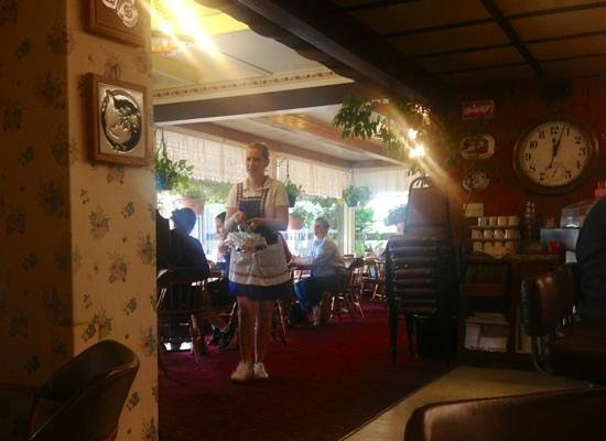 Paula's Pancake House: great atmosphere