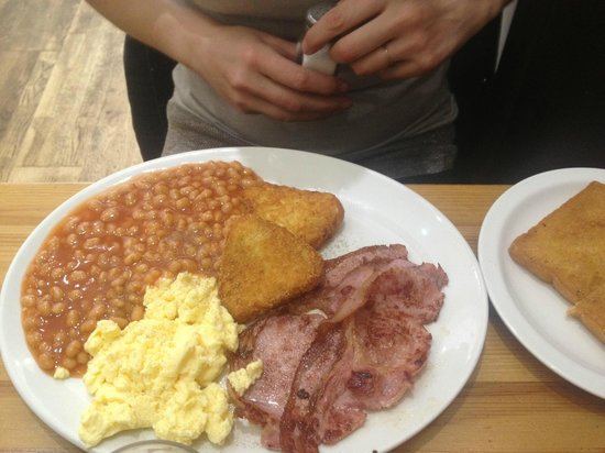 Oz Cafe: Smaller option Breakfast! (with a side of fried bread)