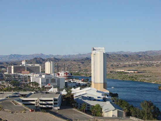 Harrah's Laughlin: The view from our room by day....