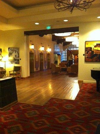 El Dorado Hotel & Spa: View from lounge into lobby