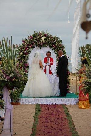 Bali Tropic Resort and Spa: Hochzeit am Strand