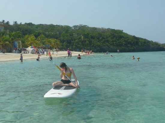 Bananarama Island Activities Center: Younger daughter looking at fish on paddleboard