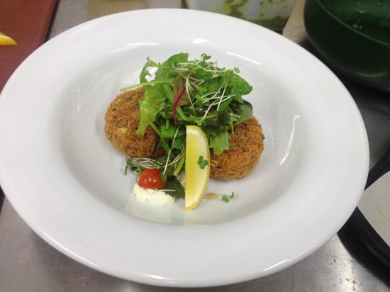 Valley View Cafe: Salmon and dill fish cakes