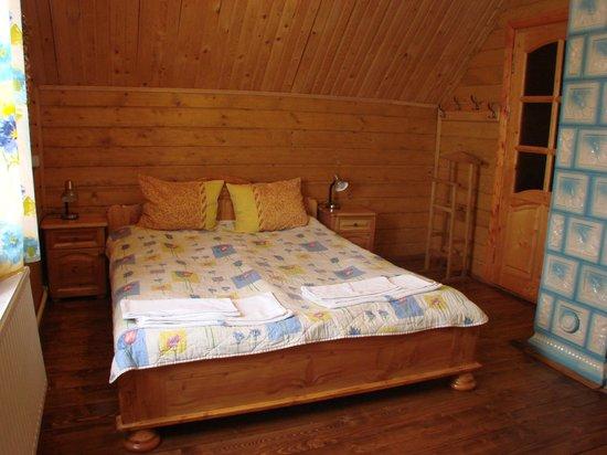 Carpathian Meadows (Karpats'ki Polonyny) Hotel: Bedroom in cottage