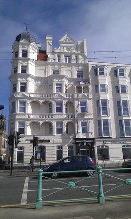 Umi Brighton Hotel: Façade de l'hôtel